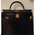 Kelly size 35 in Black in Alligator Matte Finished with Gold Hardware
